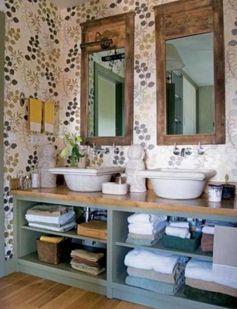 Baño Pintado De Verde:de gres rústico y muebles blancos con tiradores de acero